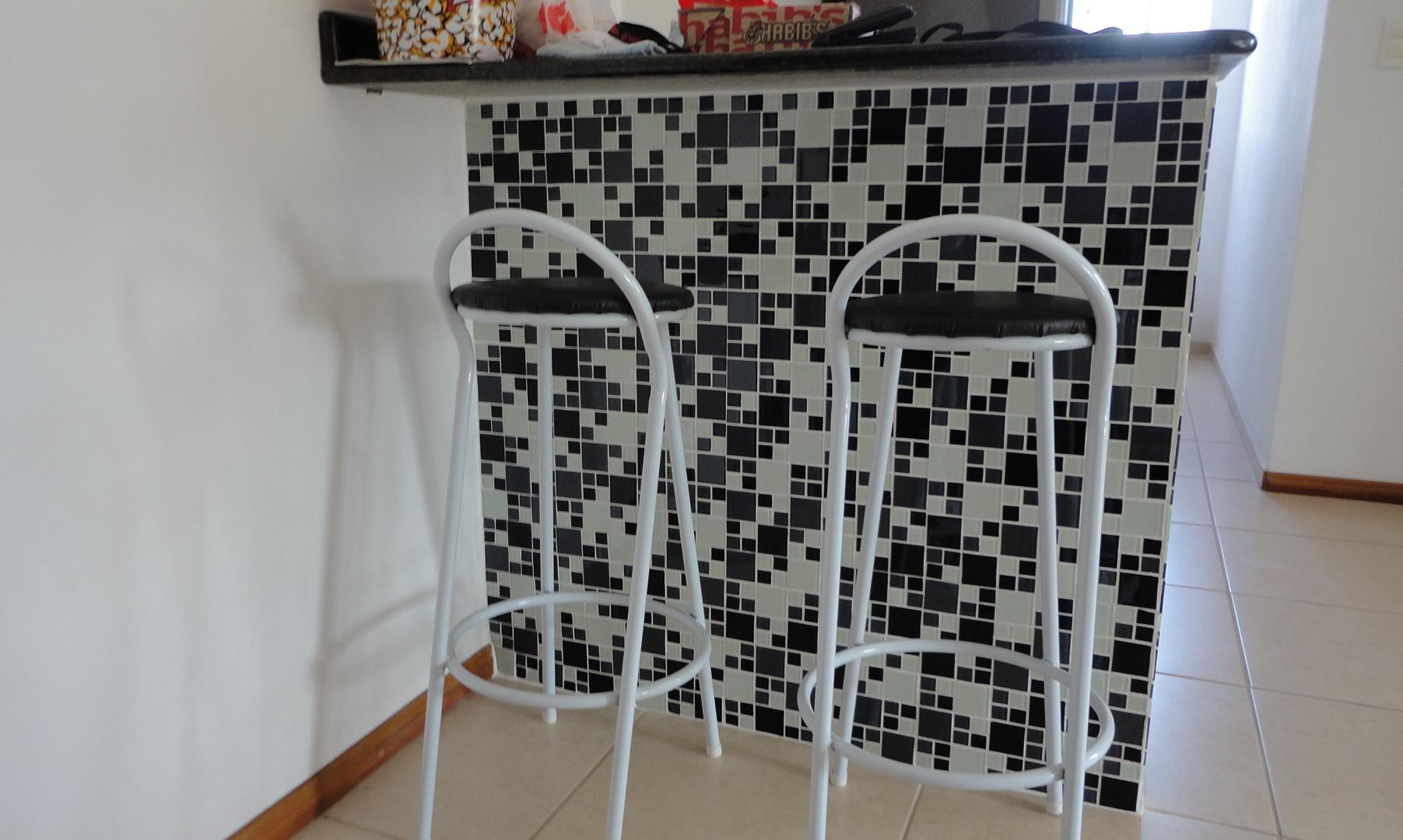 Pastilhas Miscelânea com Argamassa Branca (foto enviada por um de  #69402C 1803x1080 Banheiro Com Pastilha Branca E Preta