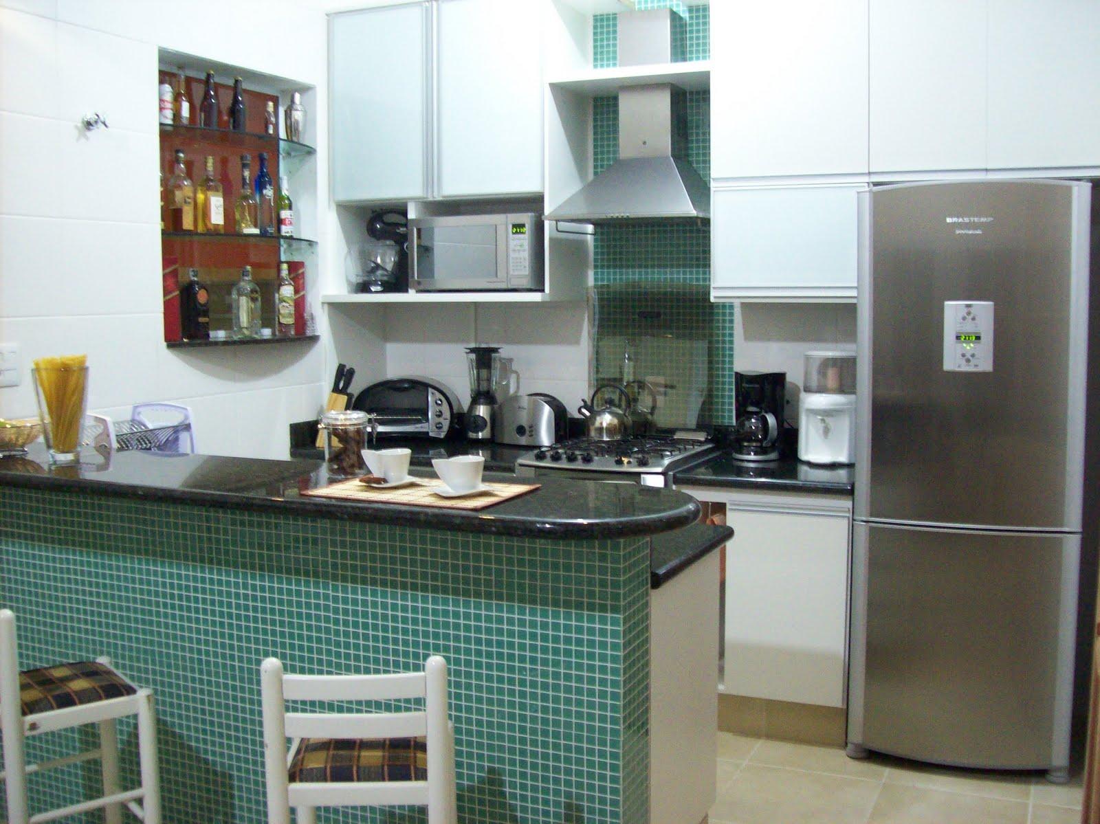 decoracao de apartamentos pequenos cozinha : decoracao de apartamentos pequenos cozinha:Fonte da foto: www.anitamulher.com.br Cozinha com Pastilhas de Vidro
