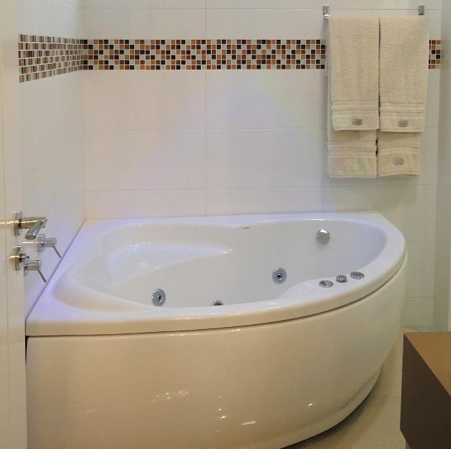Banheiro com Pastilhas de Vidro - Construtora Gandin SC