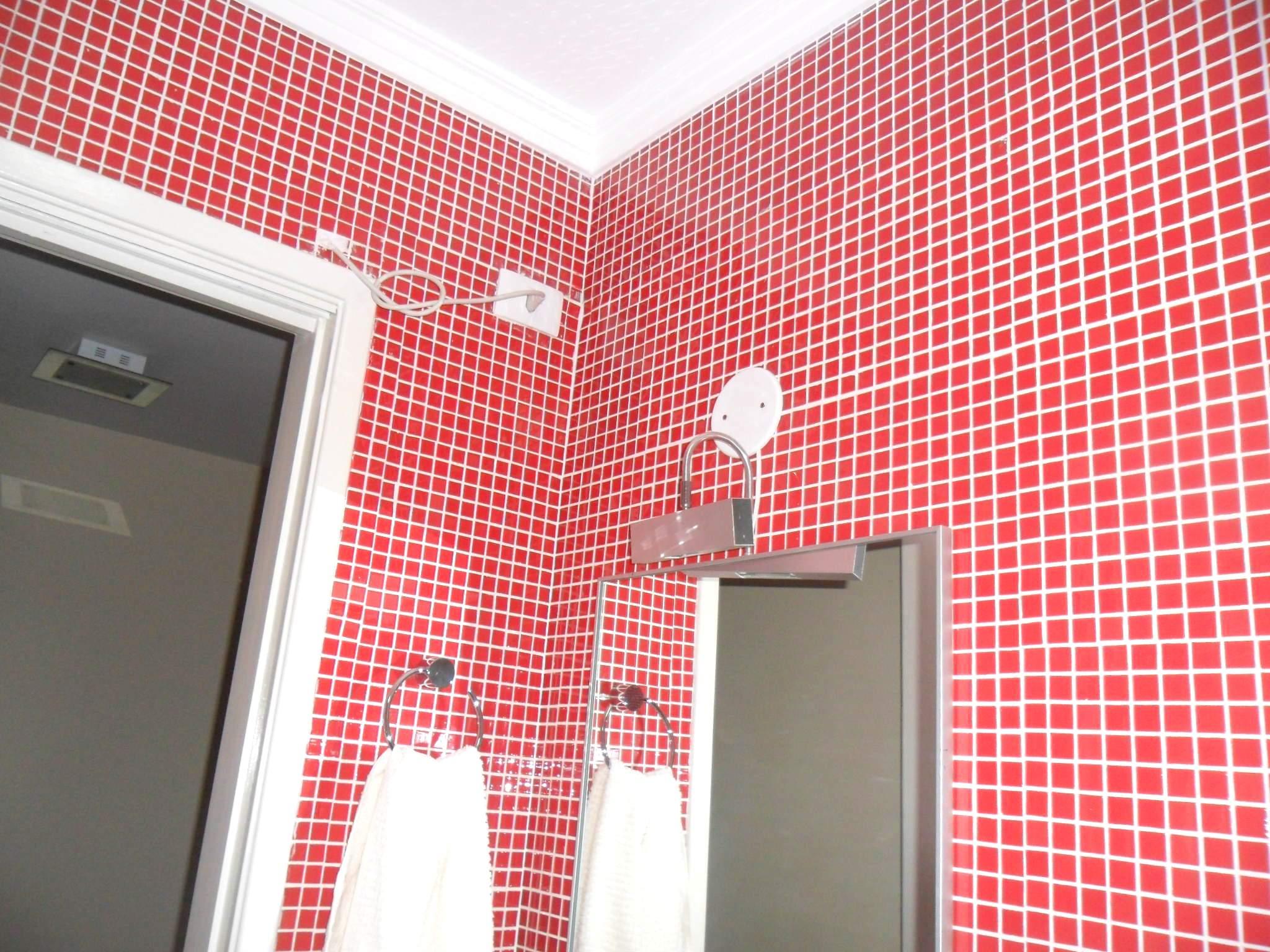 Banheiro com Pastilhas de Vidro  Sidneia SP #B71421 2048x1536 Banheiro Com Pastilha Vermelho