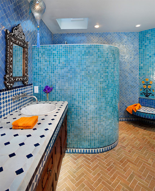Banheiro Azul com Laranja