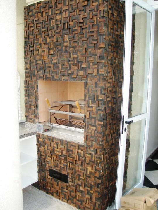 Churrasqueira revestida com mosaico de pedras IV