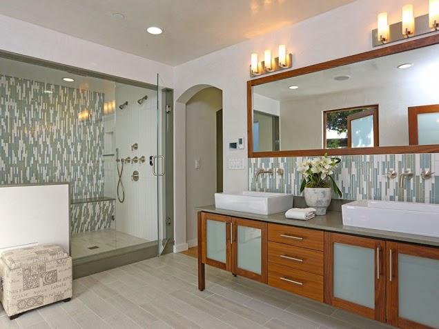 Banheiro com Pastilhas de Vidro - 011