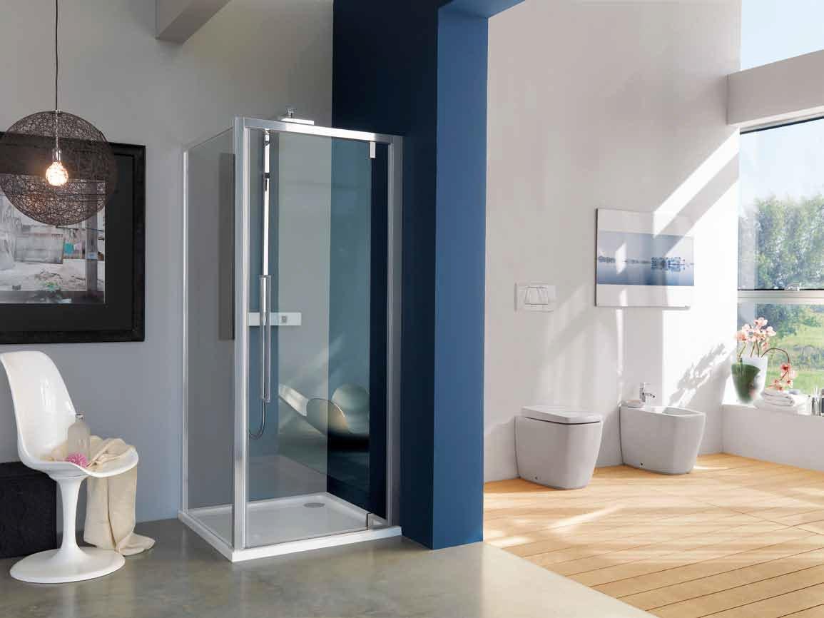 Como dissemos, as duchas verticais podem ser instaladas em espaços pequenos, como na imagem. (Fonte: http://www.archiproducts.com/pt/produtos/108319/trendy-cabine-de-duche-de-canto-com-porta-articulada-com-placa-acrux-cabine-de-duche-de-canto-samo.html)