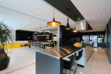 decoracao-cozinha-gourmet-pendentes-preto-zaavarquitetura-95685-proportional-height_cover_medium