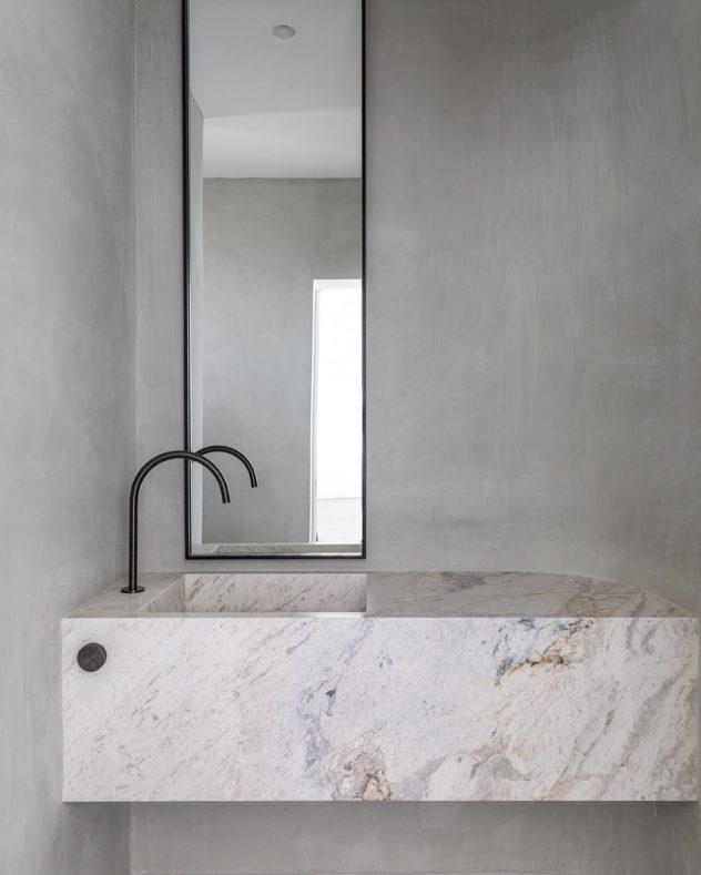 Bancada de banheiro com o comando separado (sala2 arquitetura e design)